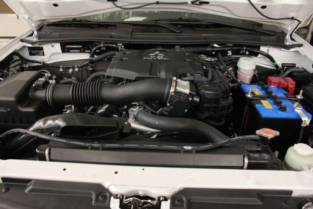 Mitsubishi Pajero Sport Ultimate sử dụng động cơ xăng V6 3,0l 1
