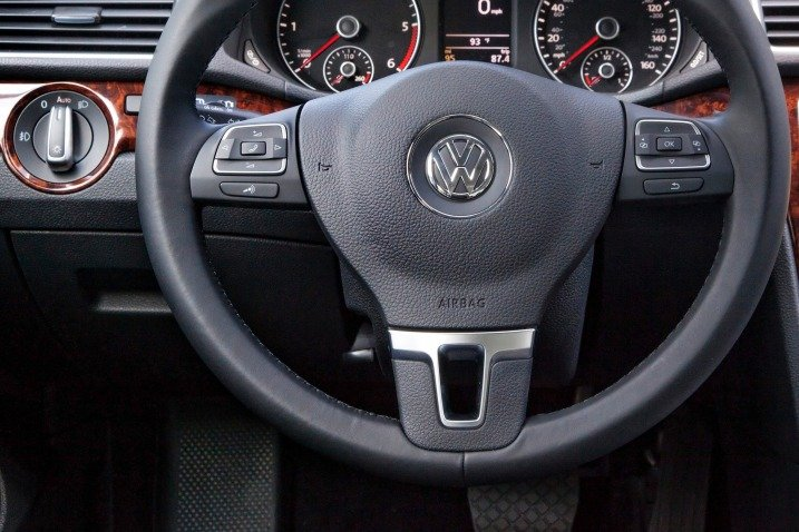 Vô-lăng của Volkswagen Passat Sedan 2015 a