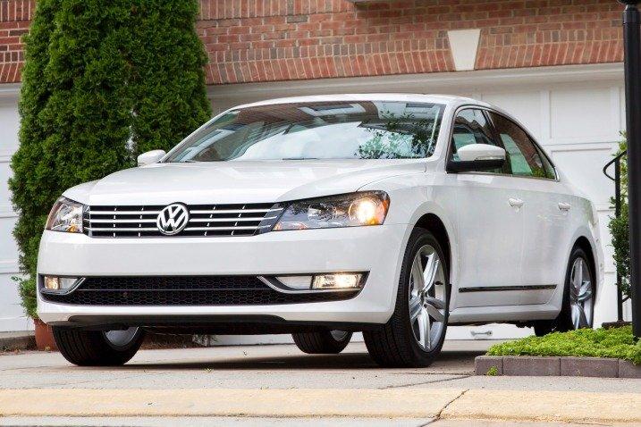Đầu xe Volkswagen Passat Sedan 2015 được thiết kế thanh mảnh, trang nhã 1