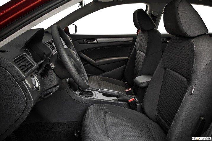 So sánh nội thất xe Volkswagen Passat và Renault Latitude - Cao cấp như nhau 5