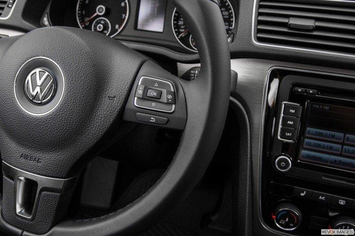 Các phím bấm chức năng trên Volkswagen Passat Sedan 2015 1
