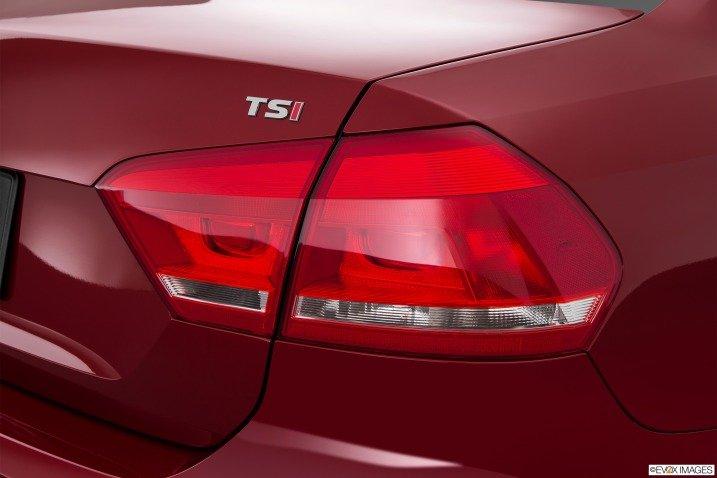 Đèn hậu của Volkswagen Passat Sedan 2015 có thiết kế phẳng nhưng sắc nét 1