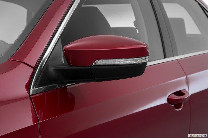 Gương chiếu hậu của Volkswagen Passat Sedan 2015 tích hợp đèn LED 1