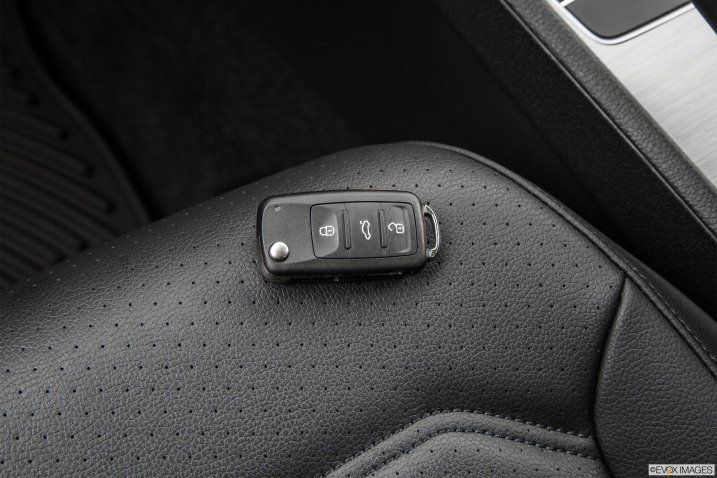 Khóa điều khiển của Volkswagen Passat Sedan 2015 1