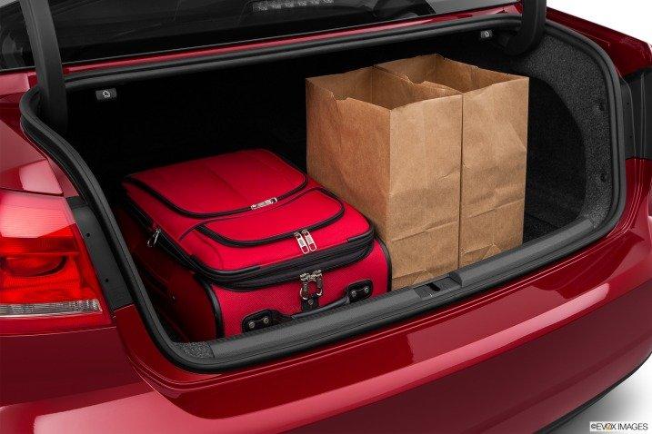 Khoang hành lý của Volkswagen Passat Sedan 2015 tương đối rộng rãi 1