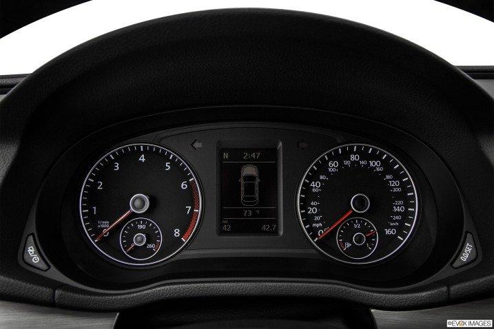 Bảng đồng hồ lái của Volkswagen Passat Sedan 2015 1
