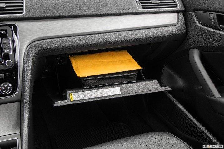 Hộc đựng giấy tờ trên Volkswagen Passat Sedan 2015 1