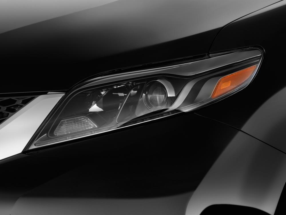 Đánh giá đầu xe Toyota Sienna 2015