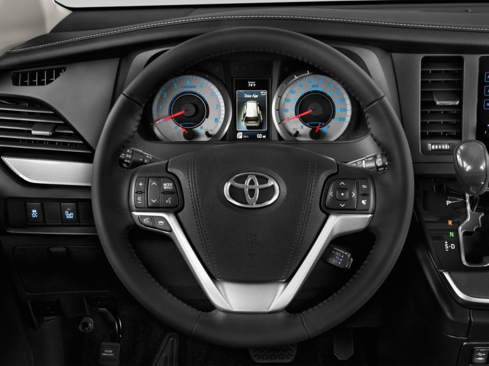 vô lăng xe Toyota Sienna 2015
