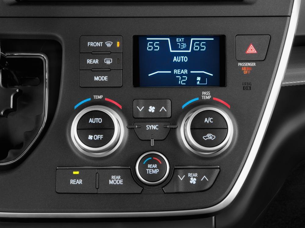 Bảng điều khiển xe Toyota Sienna 2015