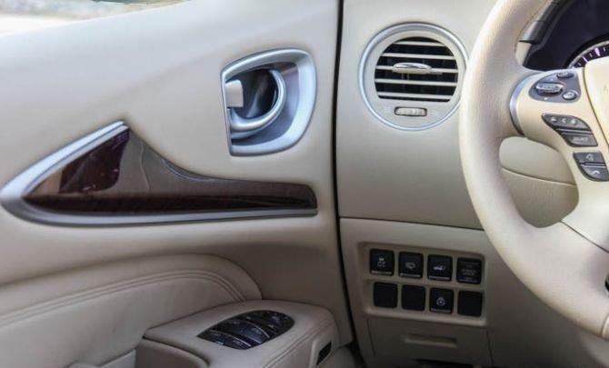 Phím điều khiển trên tablo và cửa xe 1