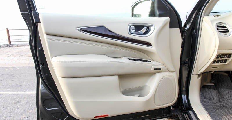 Cửa xe Infiniti QX60 được thiết kế chắc chắn, tiện dụng 1