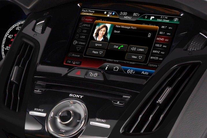 Đánh giá  tiện nghi Ford Focus ST 2014