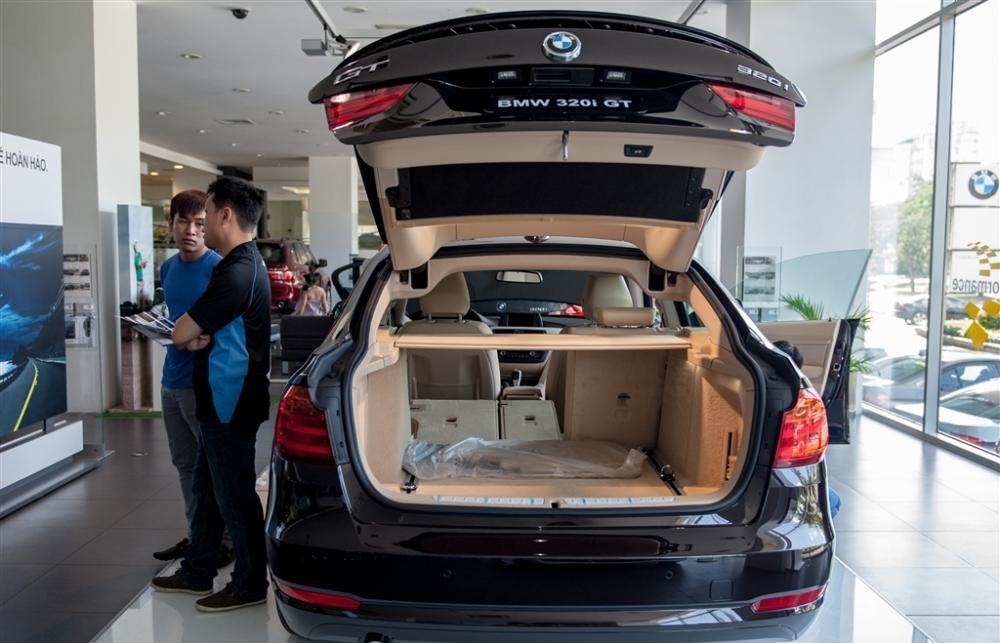 Đánh giá không gian chứa đồ BMW 320i GT