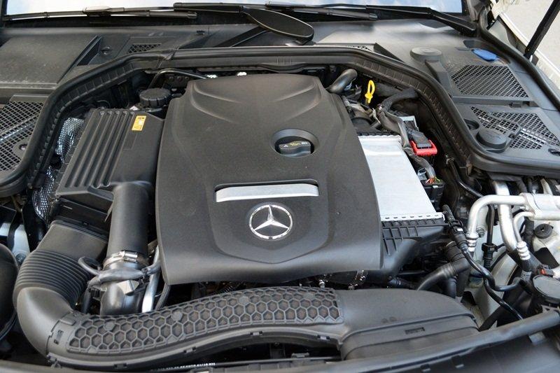 Mercedes-Benz C250 AMG sử dụng động cơ M274 được nâng cấp cho hiệu suất cao.