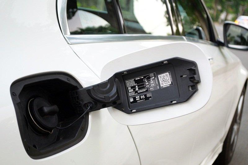 Nắp bình nhiên liệu của Mercedes-Benz C250 AMG.