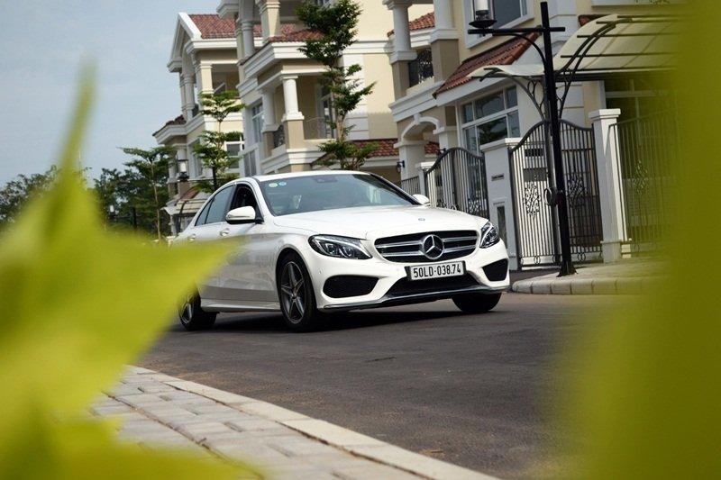 Mercedes-Benz C250 AMG phù hợp với những ai đam mê trải nghiệm lái.