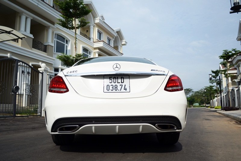 Đuôi xe Mercedes-Benz C250 AMG được thiết kế mới.