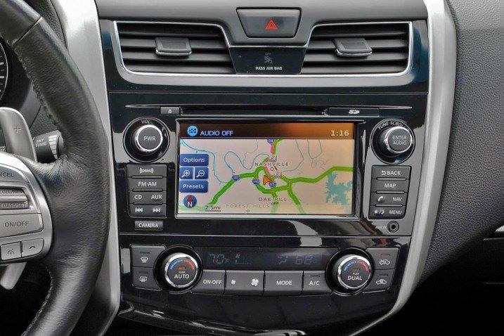 Đánh giá tiện nghi Nissan Altima 2014