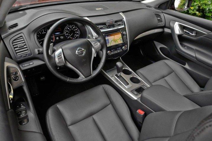 Đánh giá nội thất của Nissan Altima 2014
