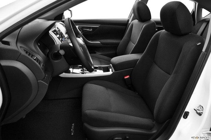 Đánh giá không gian xe Nissan Altima 2014