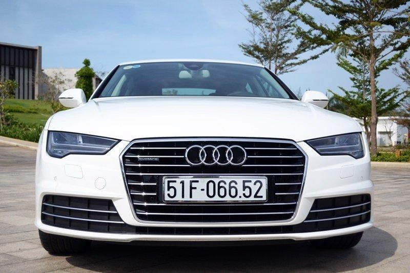 Đầu xe Audi A7 2015 được thiết kế góc cạnh, đậm chất thể thao.