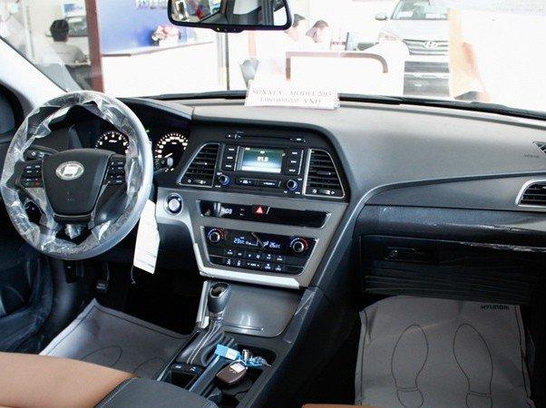 Nội thất của Hyundai Sonata.