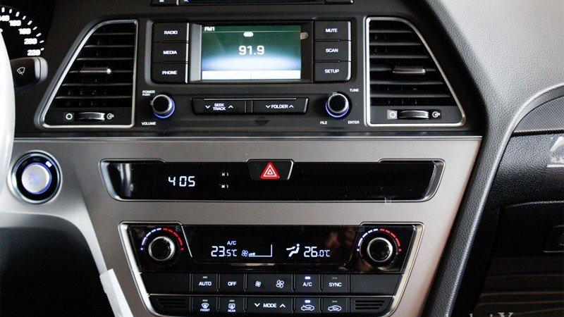 Hệ thống nghe nhìn của Hyundai Sonata.