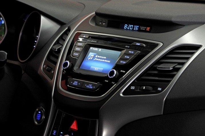 Đánh giá tiện nghi xe Hyundai Elantra 2014