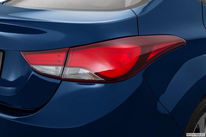 Đánh giá đuôi xe Hyundai Elantra 2014
