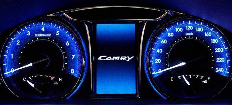 Cụm đồng hồ lái của Mazda6.