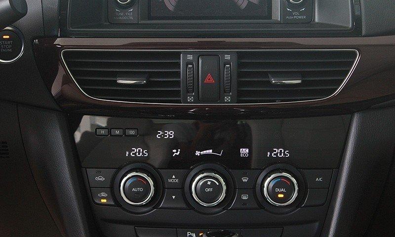 Hệ thống điều khiển trên chức năng của Mazda6.