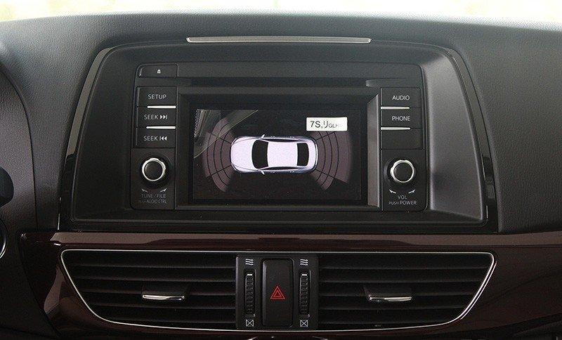 Màn hình trung tâm của Mazda6.