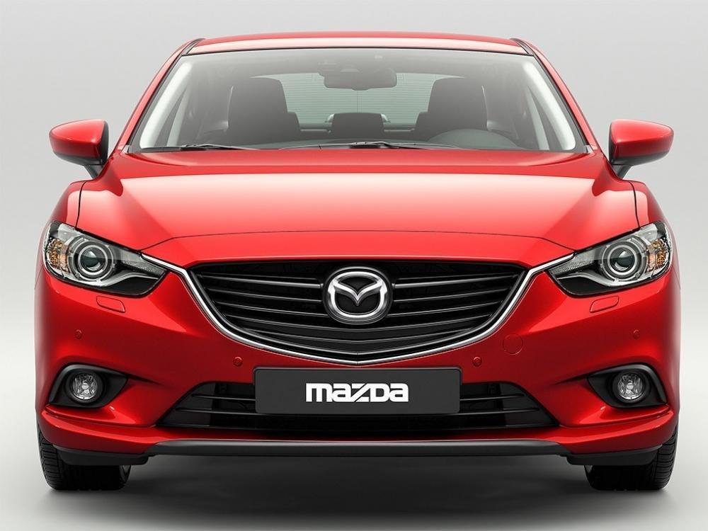 So sánh xe Toyota Camry 2015 và Mazda6 về đầu xe..