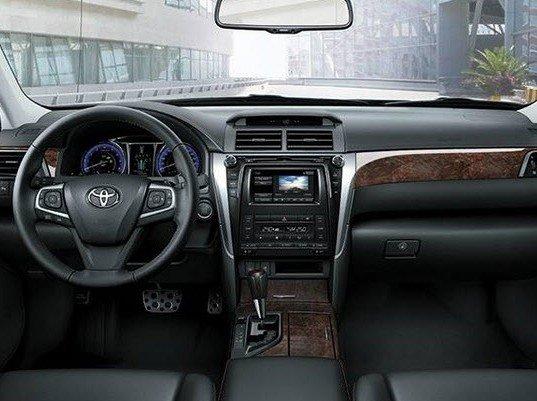 So sánh xe Toyota Camry 2015 và Mazda6 về nội thất a.