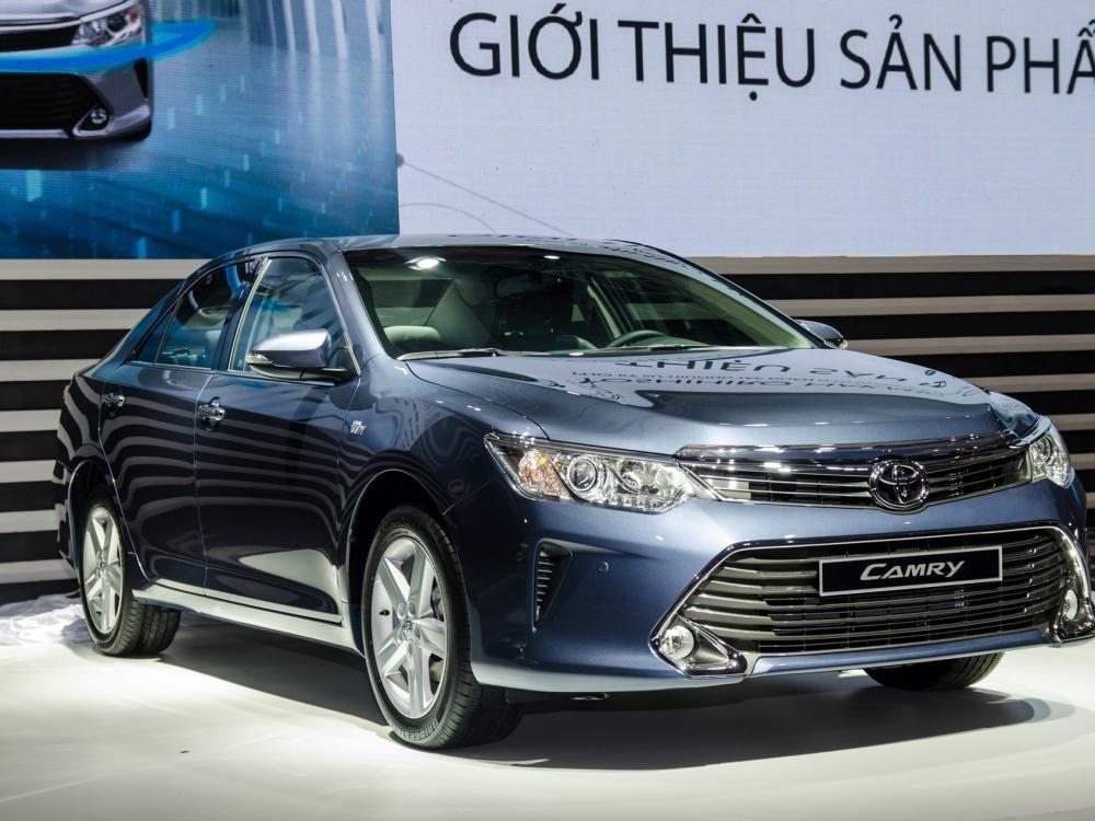 So sánh xe Toyota Camry 2015 và Mazda6 về thân xe.