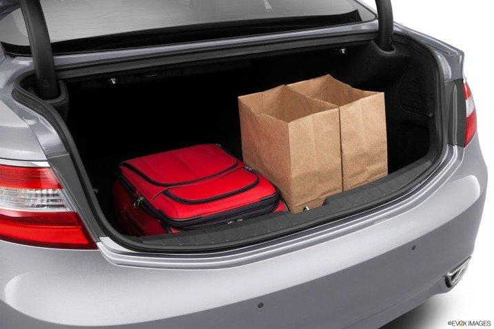 Đánh giá khoang hành lý xe Hyundai Azera 2014