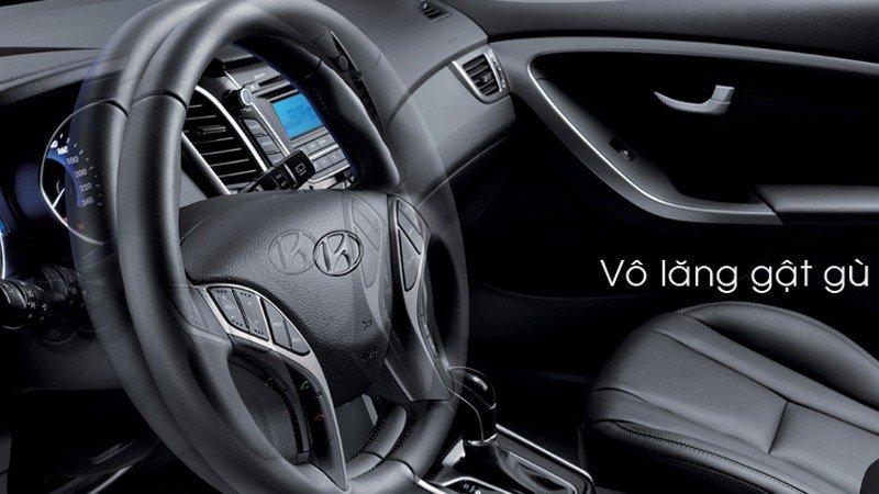Hyundai i30 sử dụng vô-lăng gật gù.