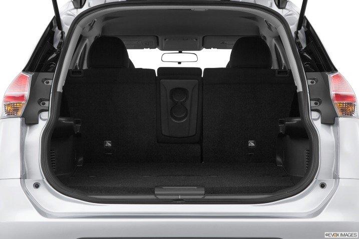 Đánh giá khoang hành lý xe Nissan Rogue 2014