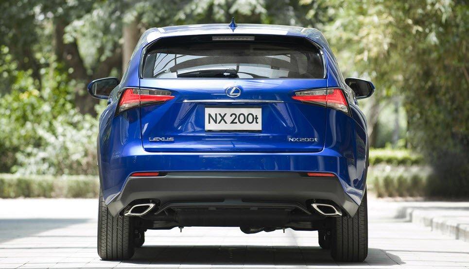 Đuôi xe Lexus NX 200t.
