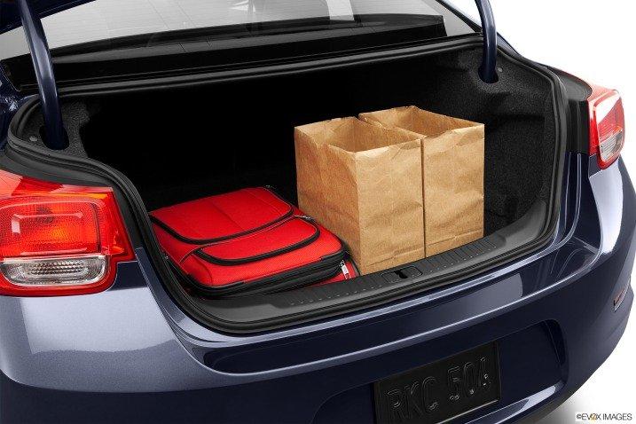 Đánh giá khoang hành lý xe Chevrolet Malibu 2014