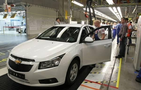 Tháng 5/2015, doanh số bán hàng của thị trường ô tô Nga giảm 38%.