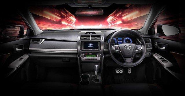 Nội thất của Toyota Camry ESport khác biệt so với phiên bản tiêu chuân.