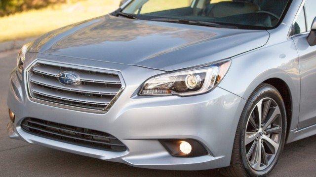 Đầu xe Subaru Legacy.