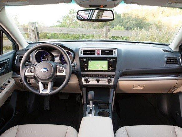 Nội thất của Subaru Legacy.