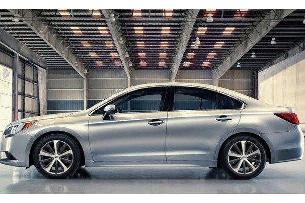 Thân xe Subaru Legacy.