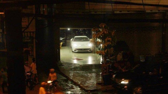Siêu xe Ferrari F12 Berlinetta vừa đặt chân về Việt Nam 1