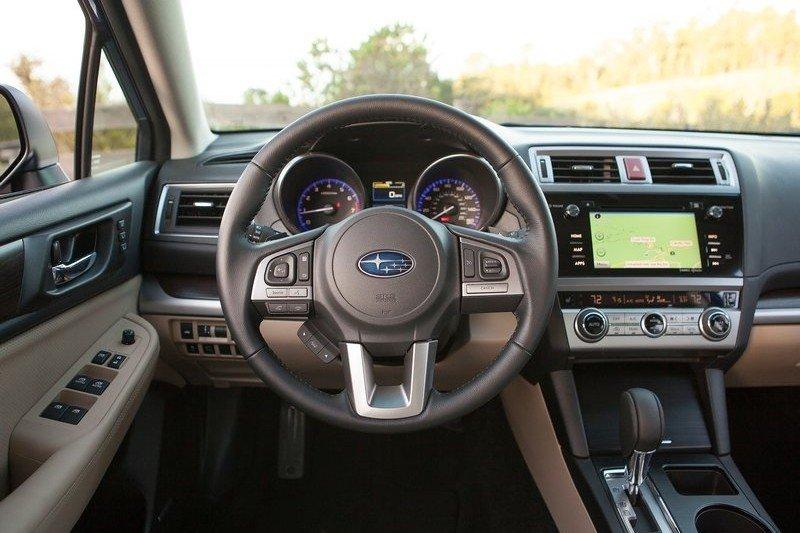 Trang bị tiện nghi trên Subaru Legacy.
