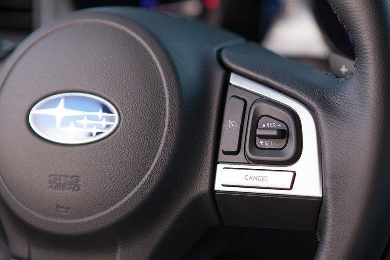 Các phím điều khiển trên vô-lăng của Subaru Legacya