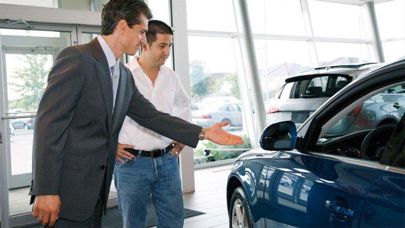 Nên chọn những đại lý lớn và uy tín khi mua xe đã qua sử dụng.